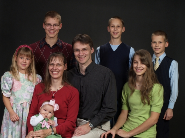 BLG SZ - The U.S. Government Wants to Deport This Family - You Can Help Keep Them Here - CK - HSLDA Blog
